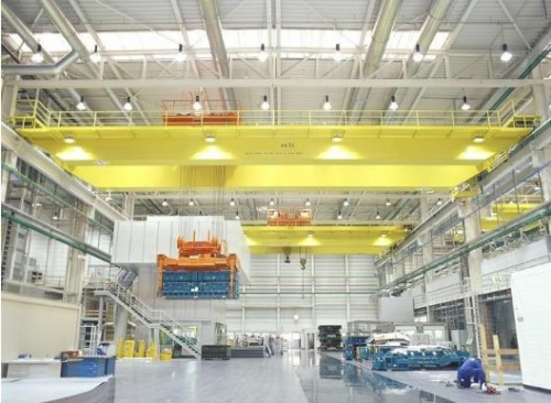 Rotating telescopic suspended beam of electromagnetic bridge crane